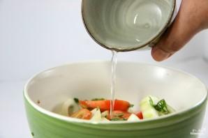 Салат из огурцов и лука - фото шаг 3