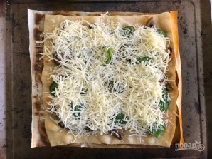 Пицца с луком и шампиньонами - фото шаг 5