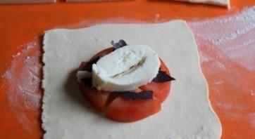 Пирожки с помидорами и базиликом - фото шаг 3