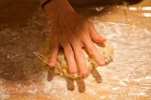 Пирог с грушами и яблоками - фото шаг 4