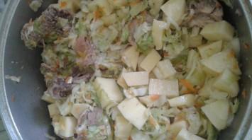 Тушеная капуста с картошкой и курицей - фото шаг 3