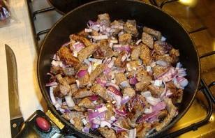 Говядина в сметане на сковороде - фото шаг 3