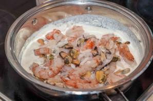 Паста с морепродуктами в сливочном соусе - фото шаг 4