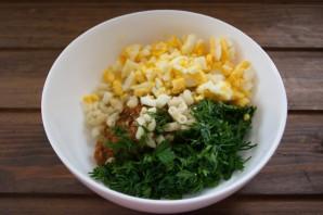 Салат с сайрой и сыром - фото шаг 4
