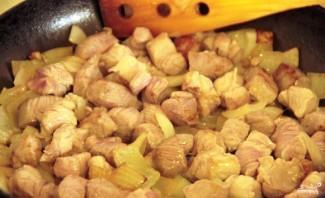 Свинина с грибами в горшочках - фото шаг 2