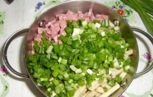 Салат с сухариками и грибами - фото шаг 3