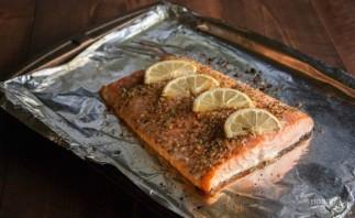 Красная рыба в духовке - фото шаг 2
