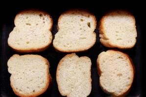Бутерброды со шпротами в духовке - фото шаг 1