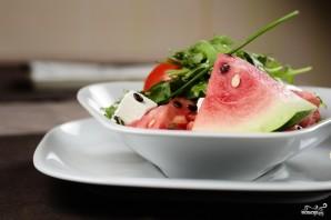 Салат из арбуза с помидорами - фото шаг 8