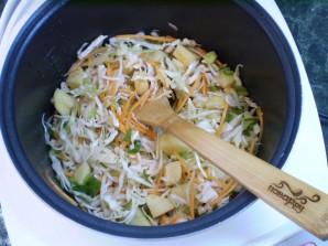 Тушеная капуста с картошкой в мультиварке - фото шаг 7