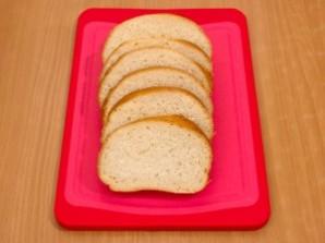 Запеченные бутерброды со шпротами - фото шаг 1