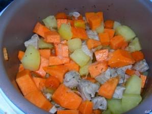 Картофель со свининой в мультиварке - фото шаг 4