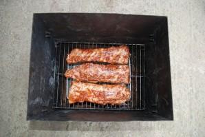 Копчение свиных ребрышек в коптильне - фото шаг 4