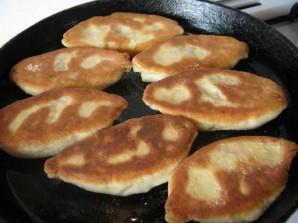 Пирожки из теста на кефире - фото шаг 12