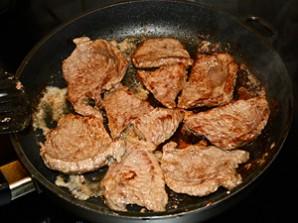 Говядина в сметанном соусе - фото шаг 2