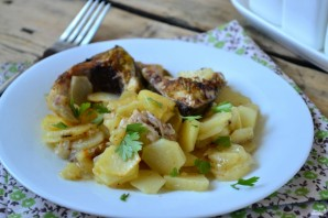 Сазан в духовке с картошкой - фото шаг 5
