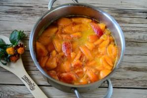 Варенье из абрикосов с курагой - фото шаг 7