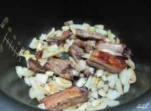 Свиные ребрышки, тушенные с капустой  - фото шаг 1
