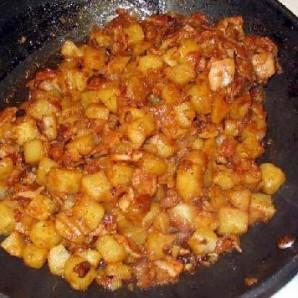 Жареная колбаса с картофелем  - фото шаг 14