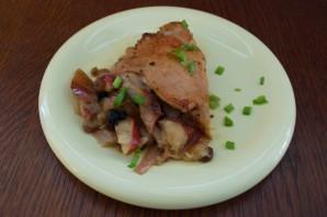 Куриные бедра с яблоком и изюмом - фото шаг 6