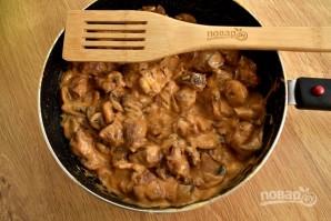 Мясо в сырном соусе с грибами - фото шаг 6