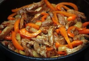 Свинина в соусе на сковороде - фото шаг 6