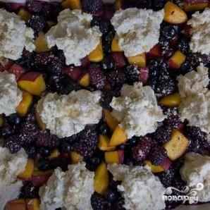 Ягодный коблер с персиками - фото шаг 5