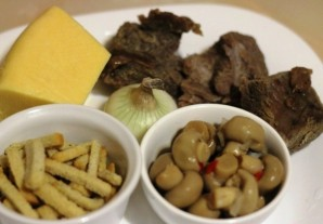 Салат с грибами и кириешками - фото шаг 1