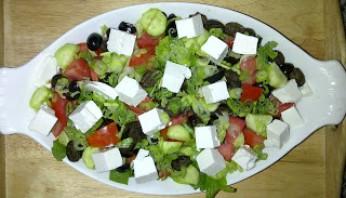 Овощной салат с сыром фета - фото шаг 5