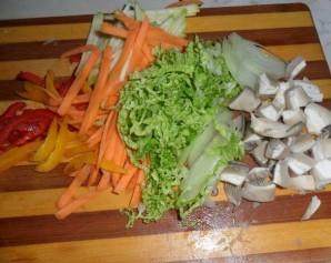 Удон с курицей и грибами - фото шаг 2