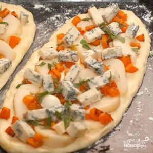 Пицца с тыквой, грушей и горгонзолой - фото шаг 7