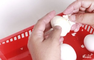 Яйца, фаршированные рисом - фото шаг 2