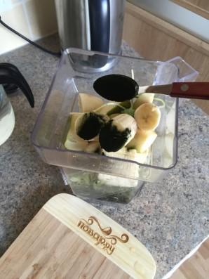 Зеленый коктейль с ростками подсолнуха - фото шаг 3