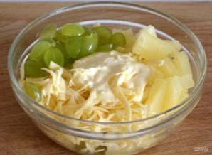 Салат с консервированным ананасом - фото шаг 5
