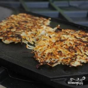 Картофельные оладьи с яйцом и авокадо - фото шаг 3