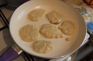 Банановые оладушки на молоке - фото шаг 5