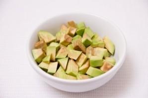 Салат с авокадо и огурцом - фото шаг 3