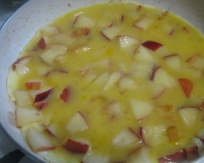 Омлет с яблоками - фото шаг 5