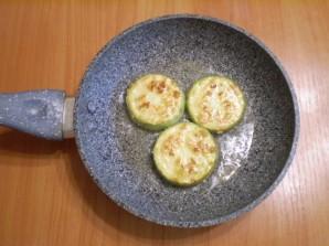 Кабачки жареные с яйцом - фото шаг 7