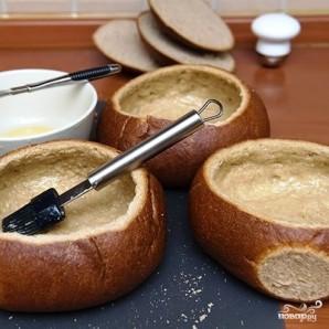 Томатный суп с куриными фрикадельками в горшочке из хлеба - фото шаг 12