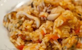 Паэлья с курицей и морепродуктами - фото шаг 9