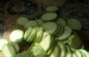 Жареные кабачки с уксусом и чесноком - фото шаг 1