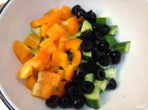 Салат с моцареллой и маслинами - фото шаг 3