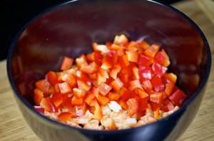 Салат с жареными грибами - фото шаг 4