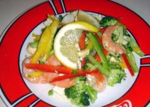 Овощной салат с креветками и лимоном - фото шаг 21