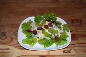 Салат с виноградом, сыром и чесноком - фото шаг 5