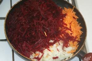 Свекла тушеная с морковью и луком - фото шаг 1