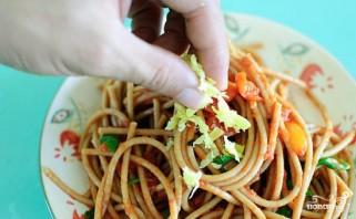 Спагетти с помидорами и чесноком - фото шаг 8