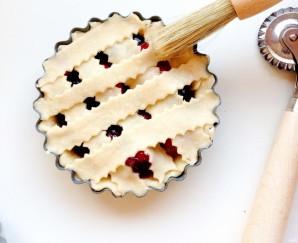Корзиночки из творожного теста с ягодами - фото шаг 6