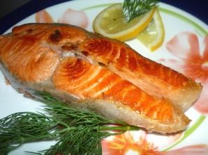 Красная рыба на сковороде - фото шаг 3